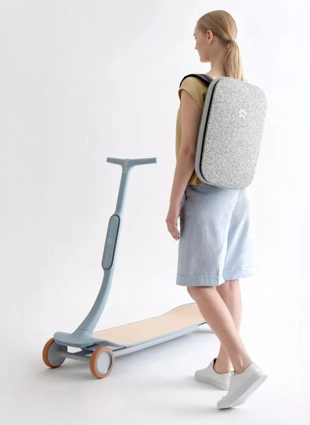 Outros acessórios podem instalados no patinete, como suporte para bolsas e cesta (Foto: Dezeen/ Reprodução)