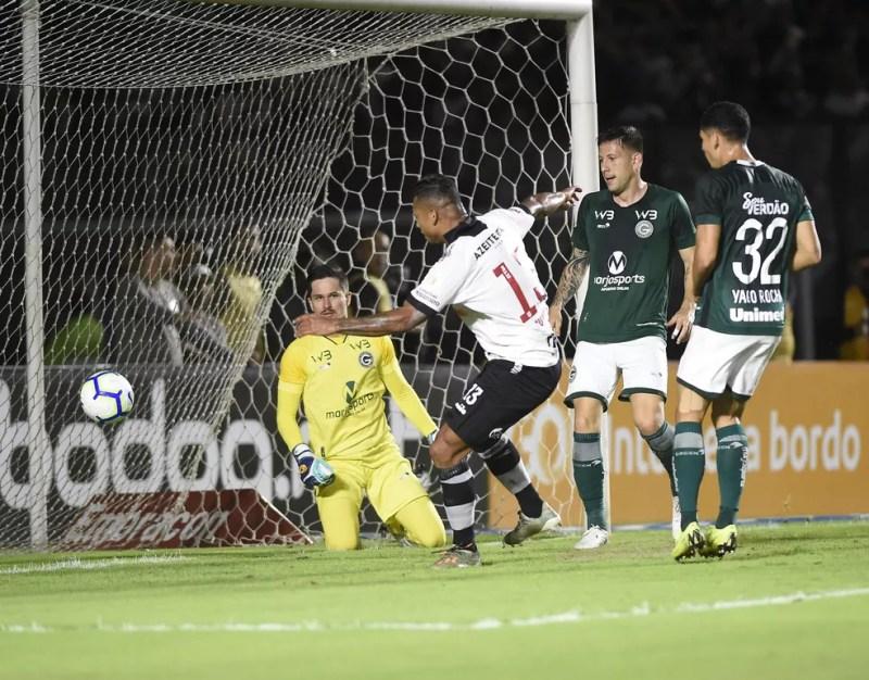 Guarin faz gol contra o Goiás — Foto: André Durão