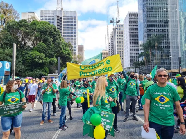 Manifestantes protestam na Avenida Paulista a favor de Bolsonaro  — Foto: G1 SP