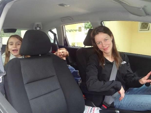 Necessidade de cuidar dos filhos foi um dos fatores que motivou a motorista a se encorajar no trânsito (Foto: Adriana Justi / G1)