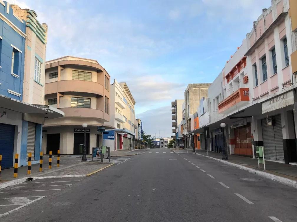 Centro de Campina Grande vazio na manhã de segunda-feira (23), na Paraíba — Foto: Artur Lira/TV Cabo Branco