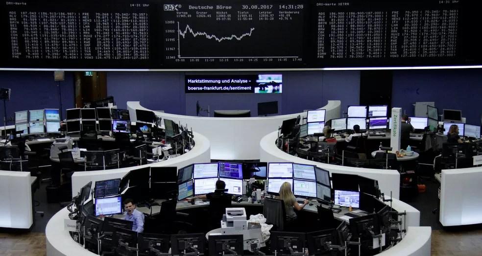 A Bolsa de Frankfurt, na Alemanha, cujo índice acionário DAX é o mais importante da Europa continental — Foto: Reuters
