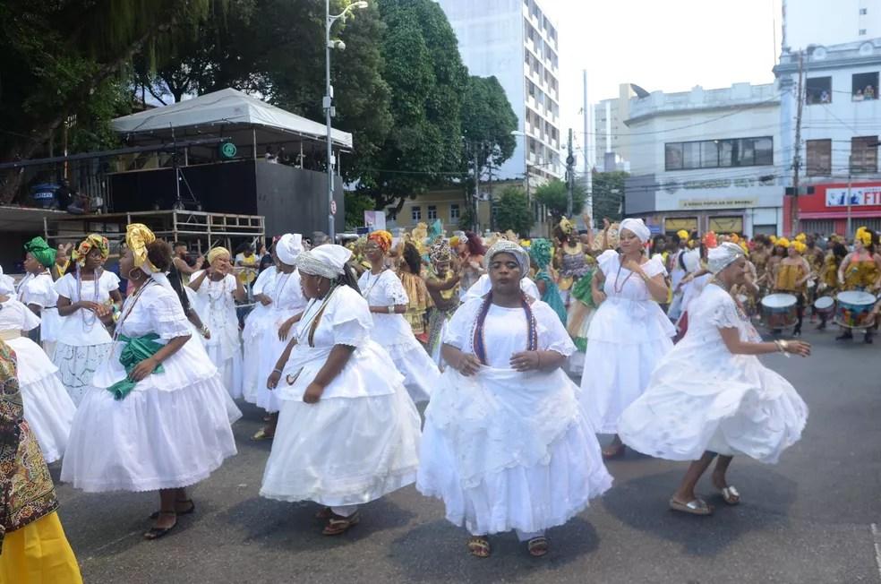 Baianas apresentam seu molejo na abertura do carnaval do circuito Osmar (Foto: Márcio Reis /Ag Haack)