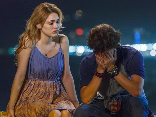 Júlia pede um tempo para Pedro, deixando-o arrasado (Foto: Artur Meninea/ Gshow)