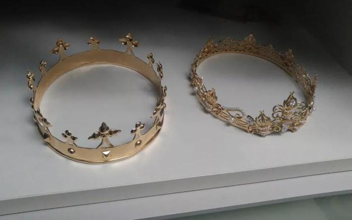 Coroas apreendidas na Operação Ostentação, do Deic, em SP — Foto: Divulgação/Deic