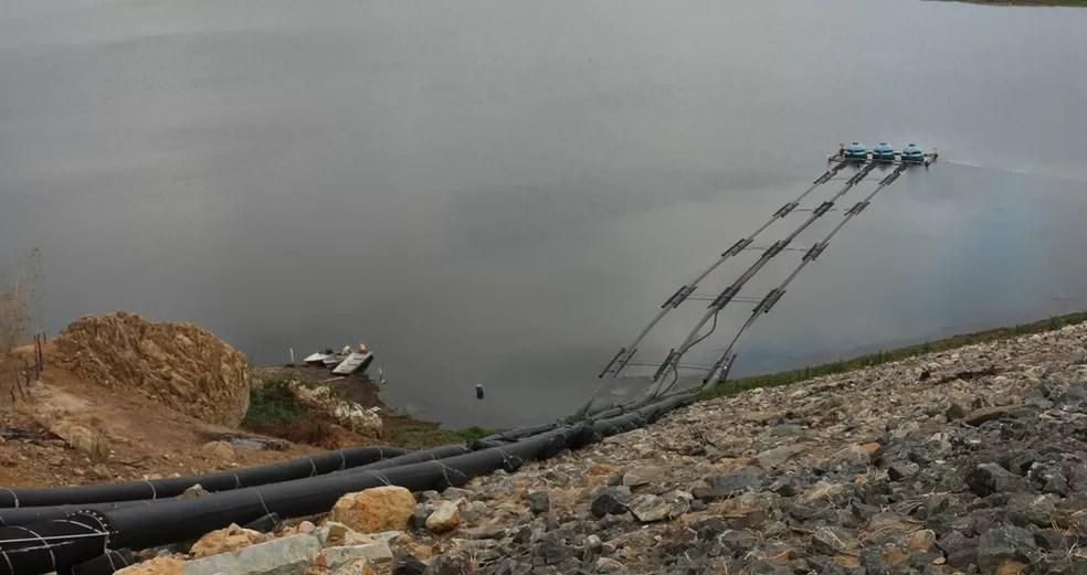 Captação flutuante foi montada quando açude de Boqueirão estava no volume morto para garantir água de qualidade (Foto: Artur Lira/G1/Arquivo)