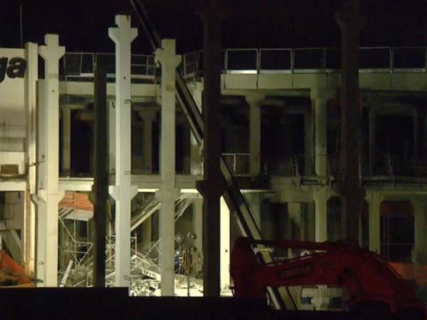Estrutura de concreto caiu sobre dois operários em expansão de shopping em Campinas (Foto: Reprodução EPTV / Vaner Santos)