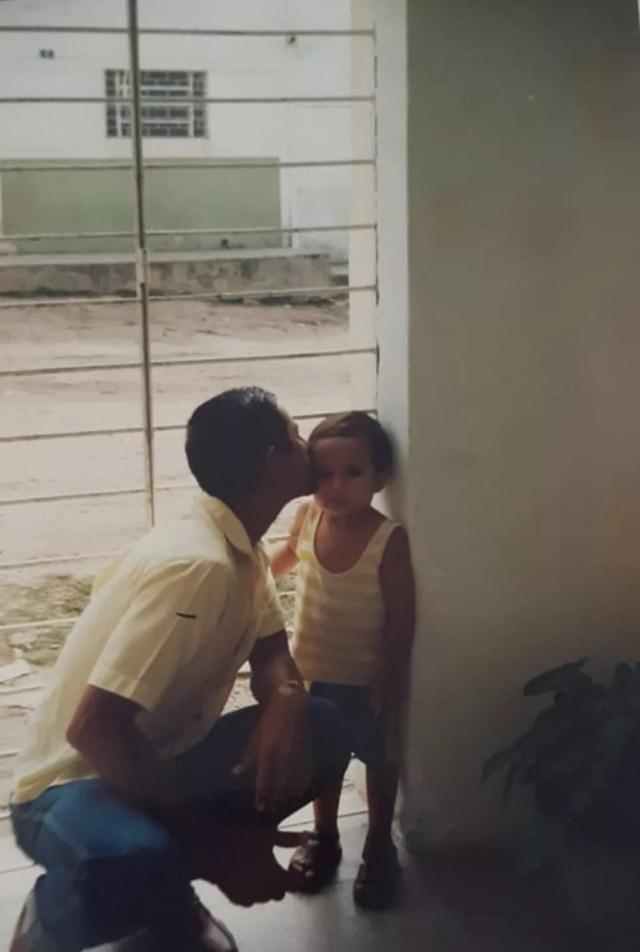 Clayton, conhecido como Alph, com o pai André — Foto: Genoveva Souza/Arquivo pessoal