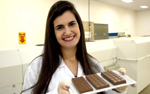 Pesquisadora Michelle Benetti Ventura, da Unicamp, faz estudo com chocolate mais saudável no Ital, em Campinas. — Foto: Patrícia Teixeira/G1