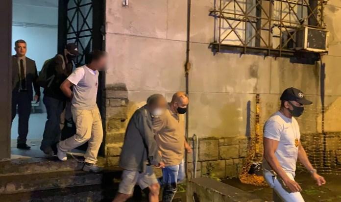 Suspeitos foram presos por equipes da 3ª Delegacia de Homicídios nesta terça-feira em Santos, SP — Foto: Luciana Moledas/g1