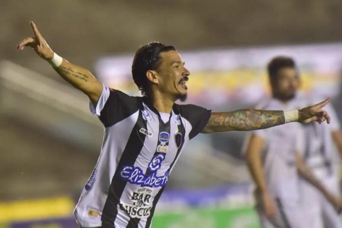 No primeiro Clássico Tradição deste ano, o Botafogo-PB venceu o Treze por 2 a 0 — Foto: Josemar Gonçalves / JosemarPhotoPress