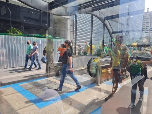 Estação Consolação aberta na Paulista — Foto: G1