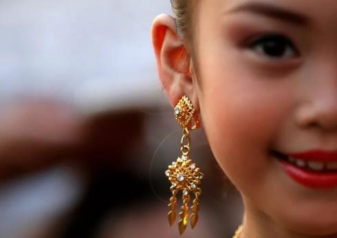 Menina na Tailândia: união entre garota de 11 anos com homem com quatro vezes sua idade gerou controvérsia no país — Foto: Soe Zeya Tun/Reuters