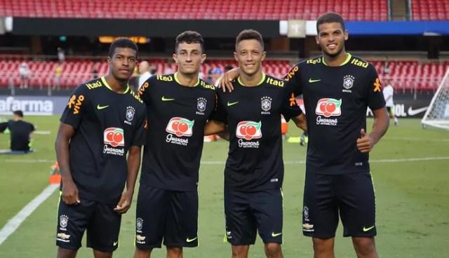 Jogadores da base do São Paulo treinam com Seleção (Foto: Rubens Chiri / saopaulofc.net)