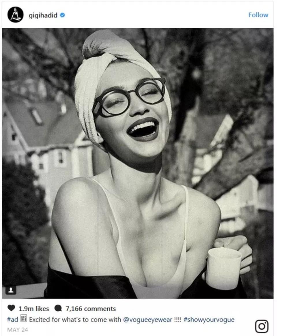 Neste anúncio, Gigi Halid faz propaganda para a revista 'Vogue' (Foto: Reprodução/Instagram/Gigi Hadid)