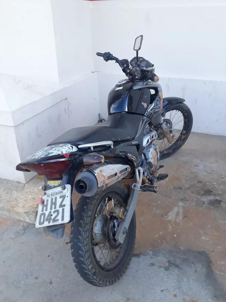 Moto roubada e usada nos crimes foi recuperada — Foto: Polícia Militar/Divulgação