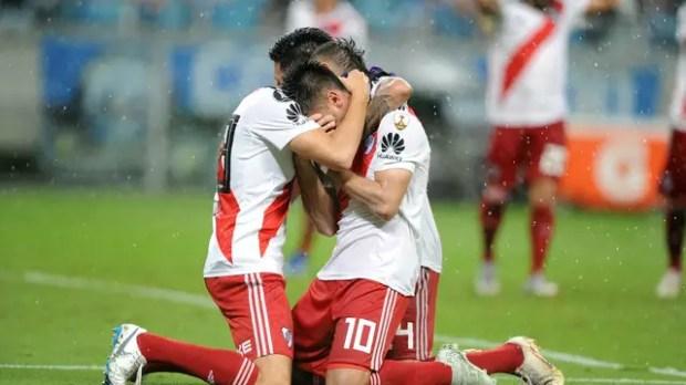 Pity Martínez chora após marcar o gol da vitória