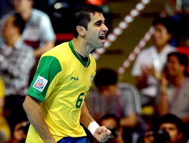 Gabriel comemoração Brasil futsal Colômbia (Foto: FIFA.com via Getty Images)