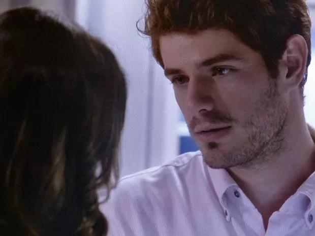 Ben tenta voltar com a amada (Foto: TV Globo)