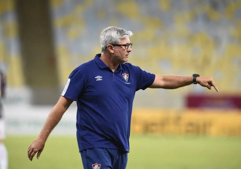 Odair admitiu a má atuação da equipe em entrevista coletiva — Foto: André Durão / ge