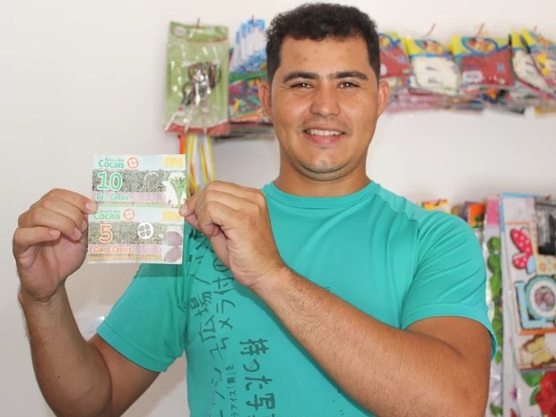 Comerciante destaca preferência pelo cocal ao invés do real (Foto: Catarina Costa/G1)