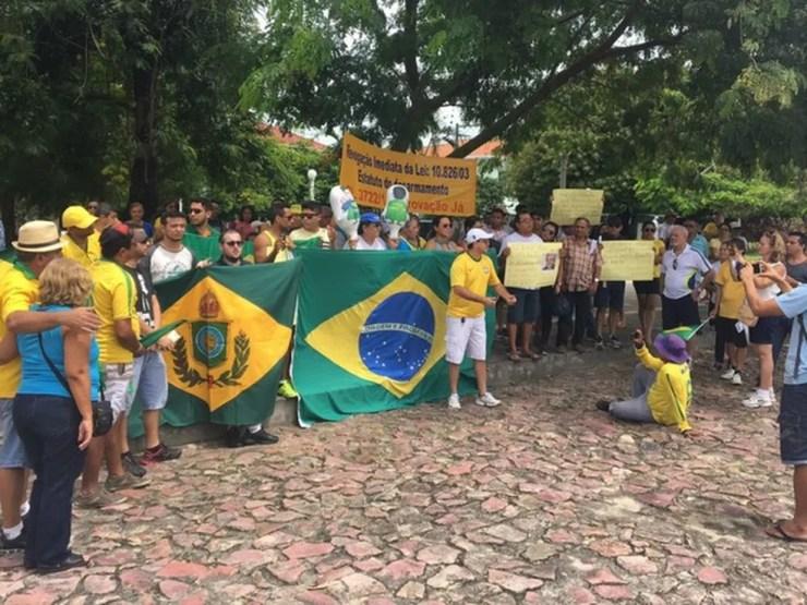 Manifestantes realizaram ato na Praça do Congresso, em Manaus (Foto: Indiara Bessa/G1 AM)