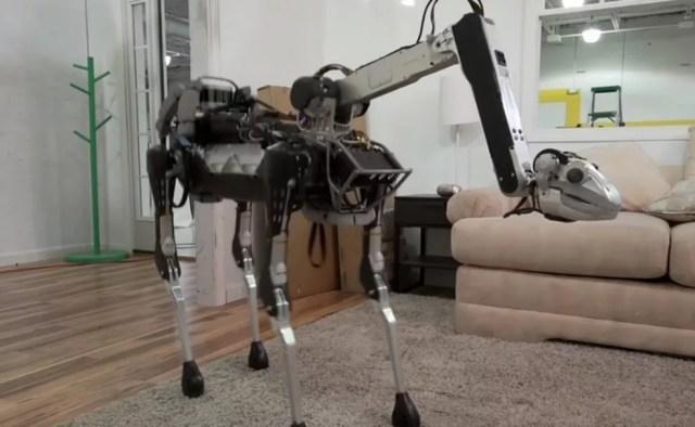 SpotMini, robô que segura objetos e sobe escada, parece mistura de cachorro com dinossauro — Foto: Divulgação/Boston Dynamics