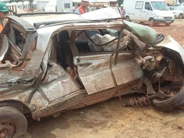 Veículo ficou completamente destruído com impacto (Foto: Jesnem Morais / Asmoimp)