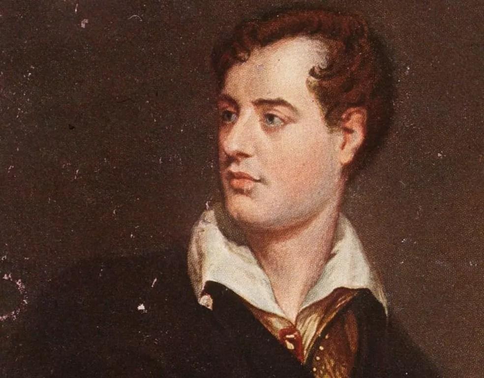 """Entre objetivos de movimento Men's Dress Reform Party, criado no início do século 20, estava """"liberar o pescoço"""" usando """"estilo Byron"""" (como o poeta da imagem) — Foto: Getty Images/BBC"""