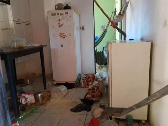 Casa do vizinho foi invadida após morte da menina.  — Foto: Neyla do Rego Monteiro