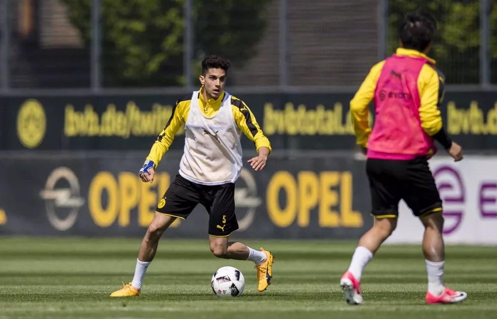 Bartra voltou a treinar com o elenco do Borussia Dortmund (Foto: Divulgação)