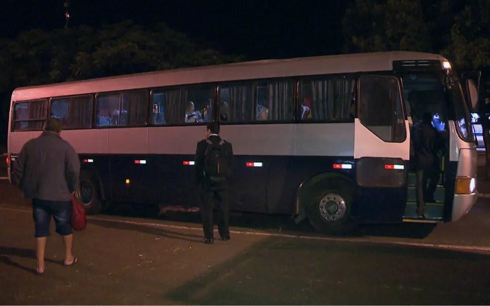 Ônibus de 4 das 6 empresas do DF estão paralisados por atraso no pagamento dos rodoviários (Foto: TV Globo/Reprodução)