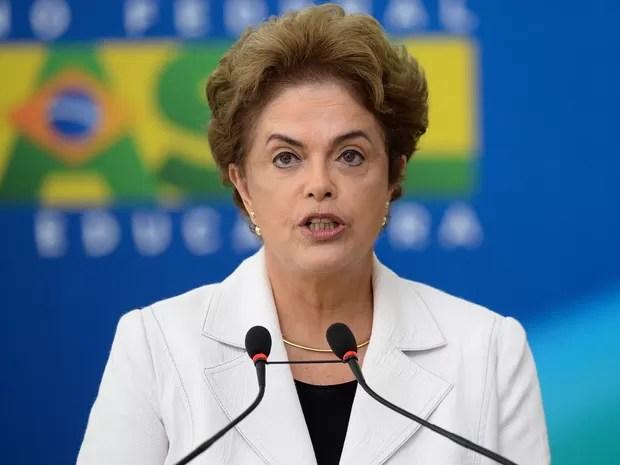 A presidente Dilma Rousseff dá posse a ministros nesta quinta (3)