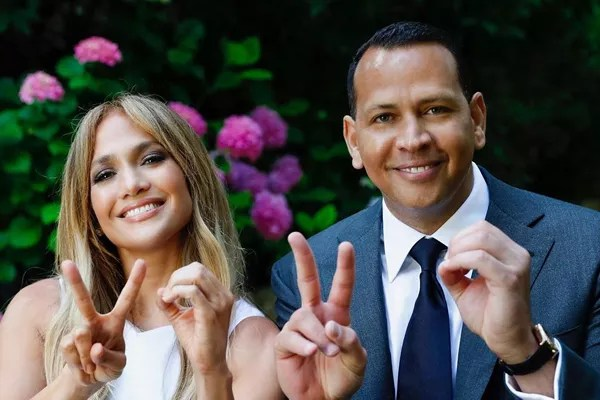 Actress, singer and host Jennifer Lopez and former baseball player Alex Rodriguez (Photo: Instagram)