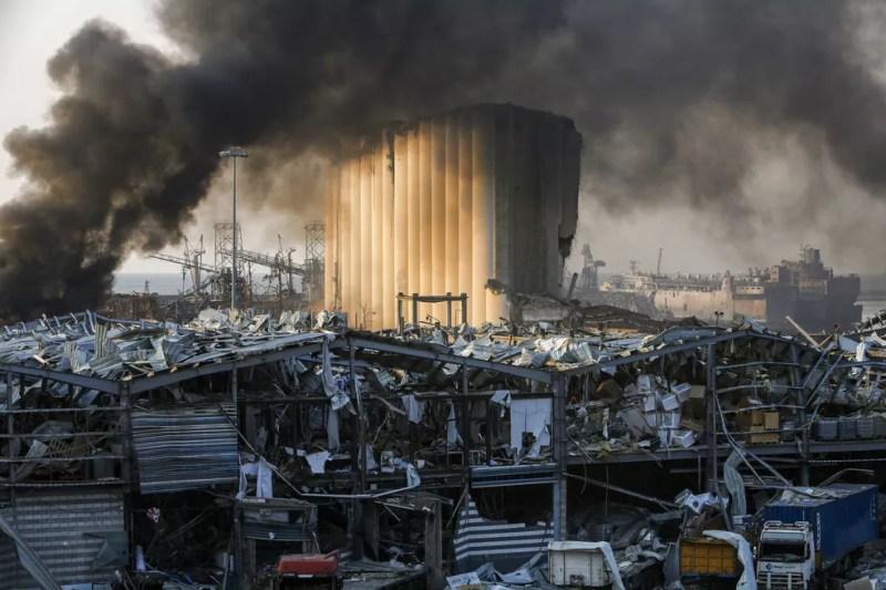Zona portuária de Beirute, no Líbano, após grande explosão em 4 de agosto — Foto: Marwan TAHTAH/AFP
