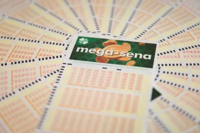 Aposta única da Mega-Sena custa R$ 4,50 — Foto: Marcelo Brandt/G1