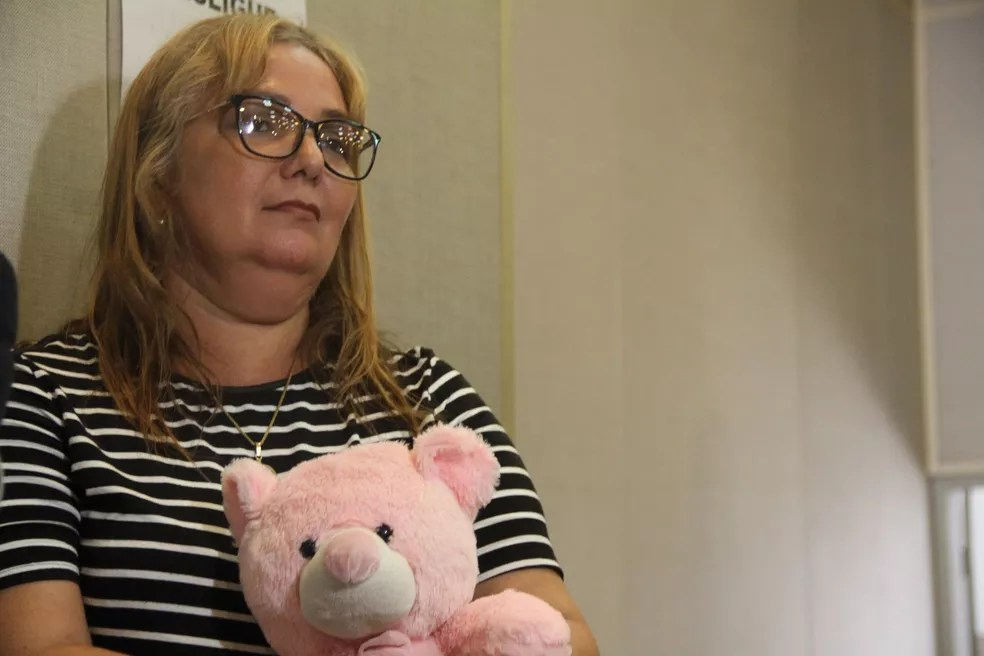 Thereza Cristina, mãe de Rebeca, durante o júri popular no Fórum Criminal — Foto: Dani Fechine/G1