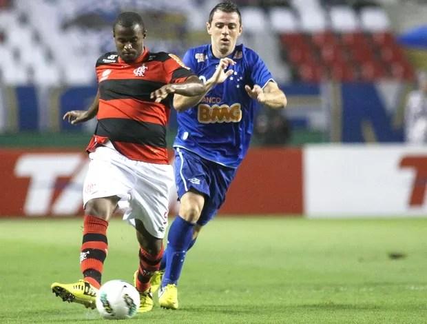 Montillo e Airton, Flamengo e Cruzeiro (Foto: Luciano Belford / Futura Press)