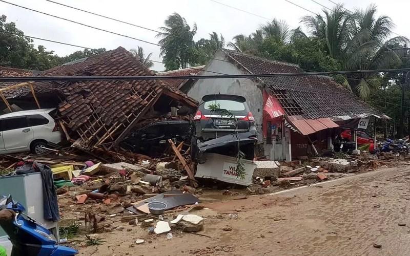 Destruição em Carita, após tsunami na Indonésia — Foto: Ministério de Assuntos Sociais da Indonésia / AFP Photo