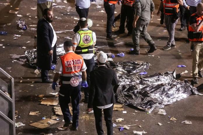 Equipe de emergências atende desastre em festival religioso em Israel em 30 de abril de 2021 — Foto: David Cohen-JINIPIX/Reuters