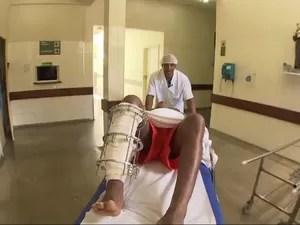 Maqueiro que canta para pacientes fica famoso após foto na web (Foto: Reprodução/TV Bahia)