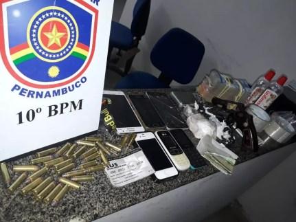 Material foi apreendido dentro de uma casa em Palmares, neste sábado (9) — Foto: Reprodução/Polícia Militar