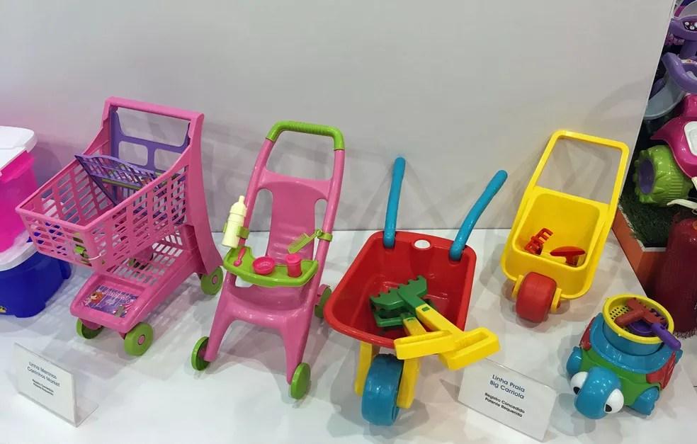 Carrinhos de bebê e de supermercado são alguns dos brinquedos ainda associados unicamente ao universo infantil feminino (Foto: Ana Carolina Moreno/G1)