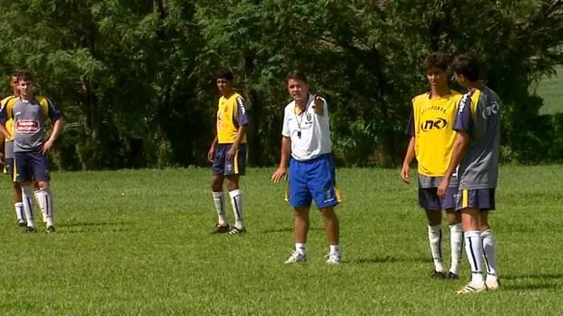 Treino do São carlos Sub-20 para a Copa São Paulo (Foto: Marlon Tavoni/ EPTV)