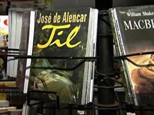 O livro 'Til', de José de Alencar (Foto: TV Globo/Reprodução)