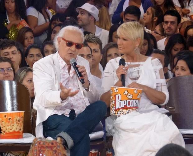Xuxa recebe Ney Latorraca no TV Xuxa especial de Ano Novo (Foto: TV Xuxa / TV Globo)