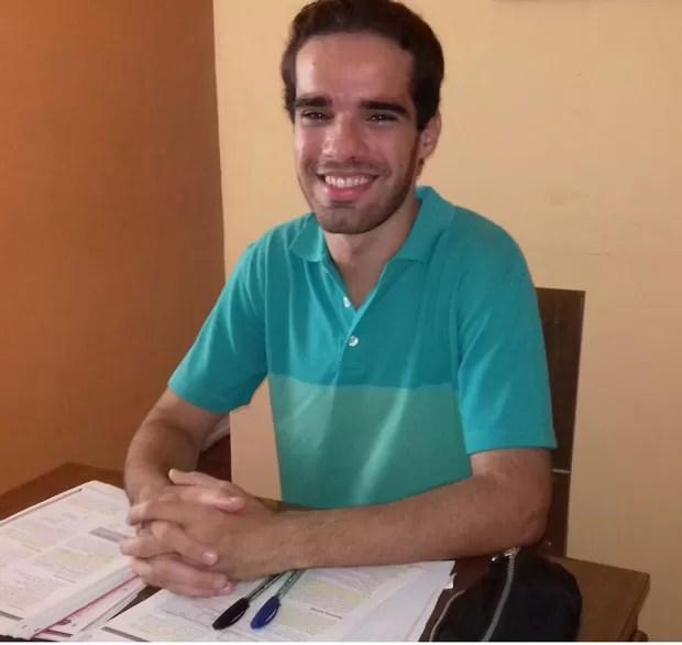 Raphael de Souza tirou nota 1.000 nas redações do Enem de  2014 e de 2015. (Foto: Arquivo pessoal)
