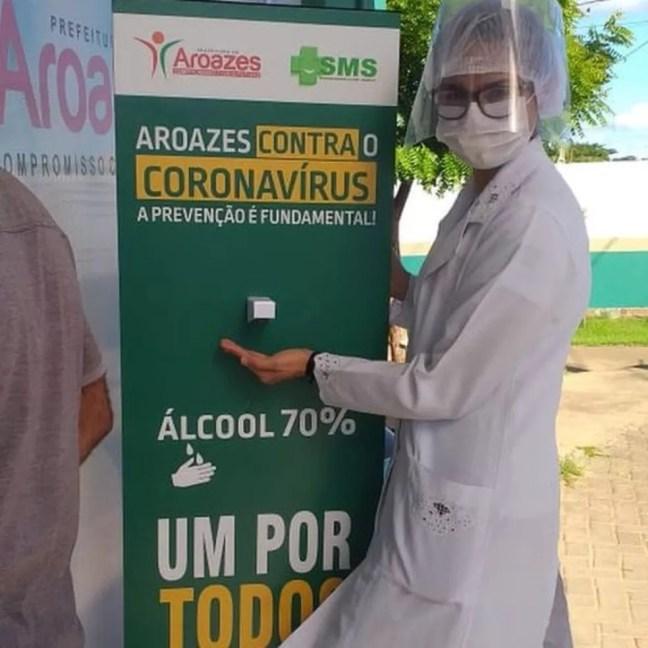 Cidade de totens com álcool em gel que são ativados com o pé — Foto: Secretaria da Saúde de Aroazes/Divulgação