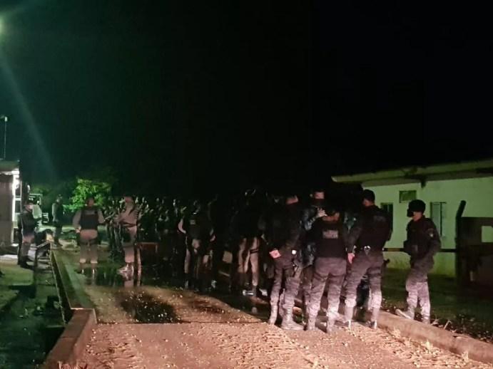 Policiais civis e militares cumprem mandados contra suspeitos de integrar organização criminosa em Alagoas e Pernambuco — Foto: SSP-AL