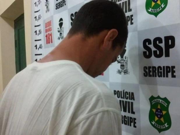 Suspeito de matar a ex-mulher se entrega após um ano foragido em SE (Foto: Flávio Antunes/ G1)